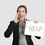 12955205-mujer-de-negocios-que-pedir-ayuda-sosteniendo-una-cartulina-con-el-mensaje-de-texto-quot-ayuda-quot