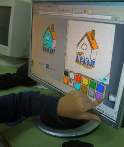 alumno usando ordenador
