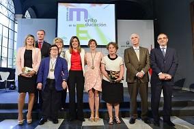 foto de las personas ganadoras a los premios al merito