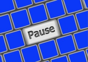 teclado con la tecla pausa