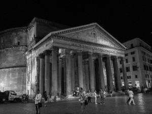 Vista nocturna del Panteón de Agripa