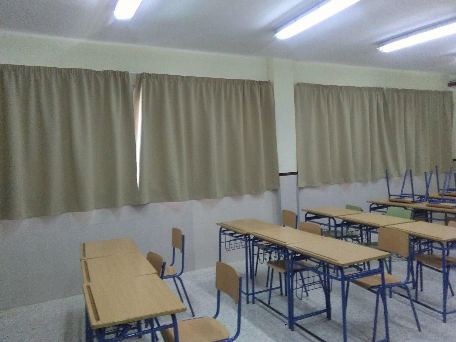 Nuevas cortinas en dos aulas iesramonycajalfuengirola for Cortinas para aulas