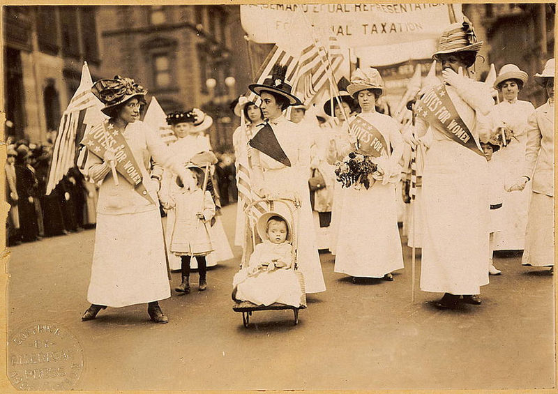 https://es.wikipedia.org/wiki/Sufragete#/media/File:Suffrage_parade-New_York_City-May_6_1912.jpg