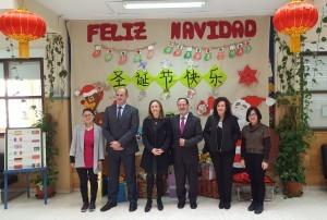 Las profesoras del Aula Confucio con del el Director General de Innovación, Delegada Territorial, inspector y directora del centro
