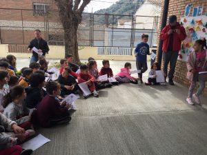 El alumnado de primaria participando muy activamente en el Día de la Mujer