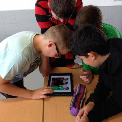 La implementación de un modelo 1 x 1 (1 dispositivo por estudiante)
