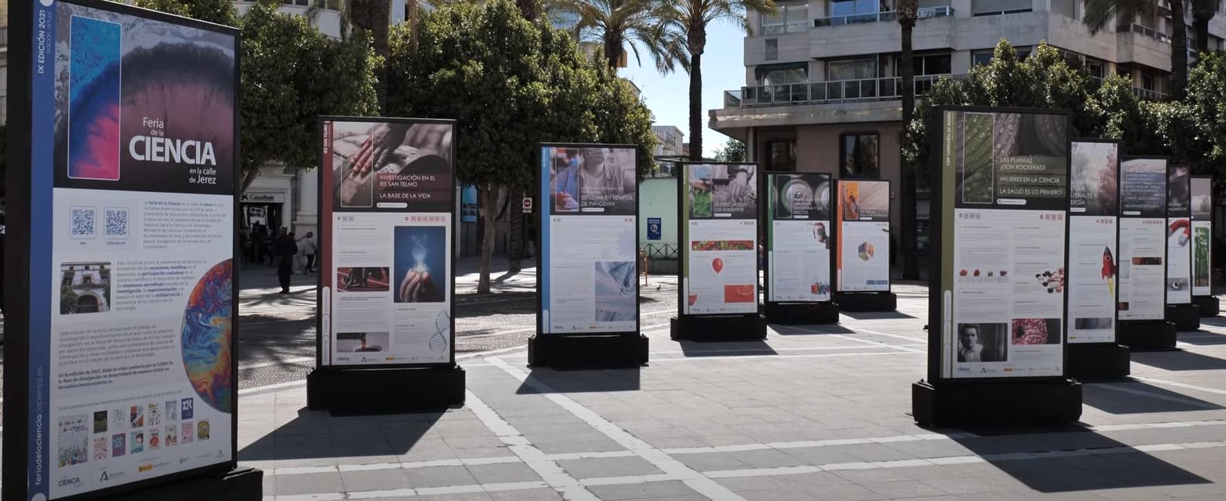 Parte de la exposición gráfica de los proyectos desarrollados por los centros educativos